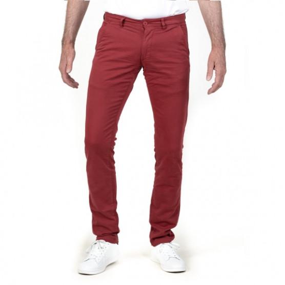 pantalon chino de couleur rouge